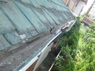 雨樋交換工事を行うお宅の現地調査の様子
