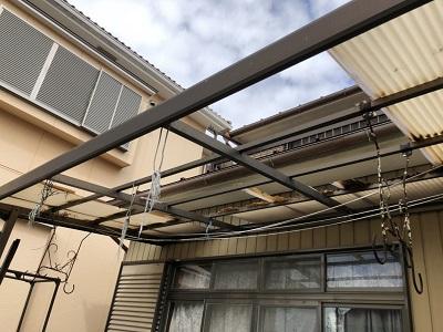 台風被害をうけたお宅の波板の様子