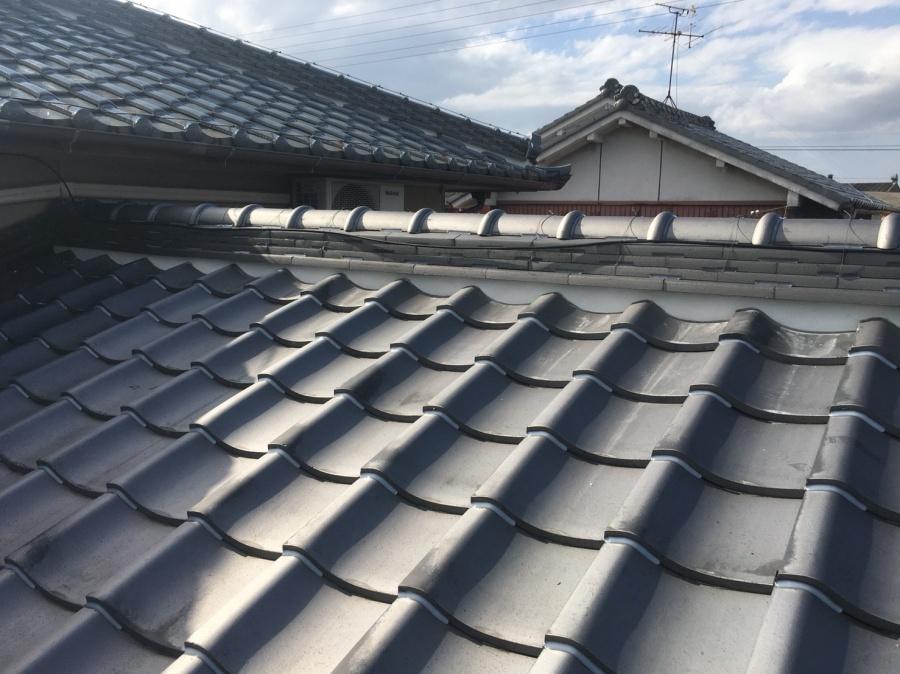 日本家屋の和形の屋根の漆喰の様子