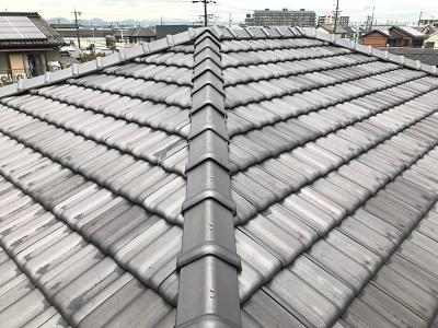 稲沢市で、ビスの抜けかけた平板の棟に組み換え工事を行いました