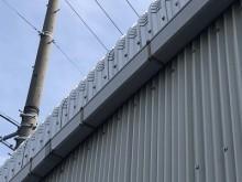 工場の大型雨樋の交換工事施工前の様子