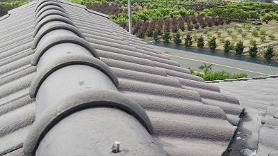 強風で屋根瓦が落下したお宅の施工前の様子