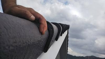 強風で屋根瓦が落下したお宅の施工中の様子