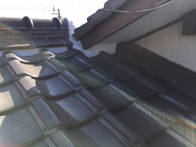 雨漏れしている箇所の屋根写真