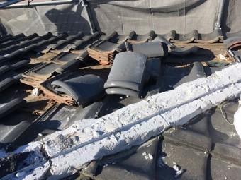 和型屋根の大屋根の解体の様子