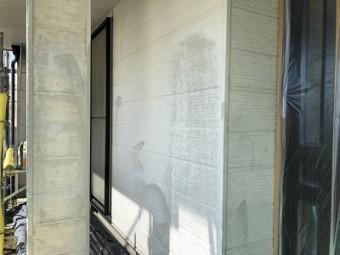 外壁が斑模様になってしまったお家の現地調査の様子