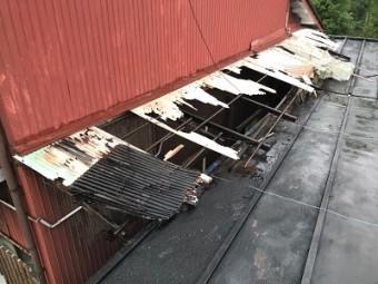 破損してしまった波板交換工事施工前の様子