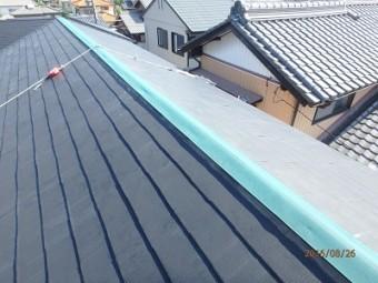 新設した貫板の上に防水シートを引きます