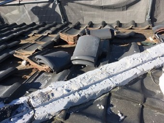 和型のお家の大屋根の解体の様子