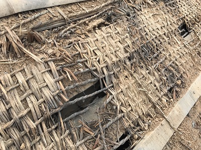 和瓦屋根の瓦と葺土を解体した様子