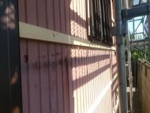 トタン壁のお宅の外壁の重ね張り工事施工中の様子