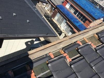 平板瓦のケラバ修繕工事の木の腐食部分撤去後の様子