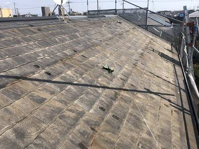 ソーラーパネルのあるお宅の屋根重ね葺き工事施工中の様子