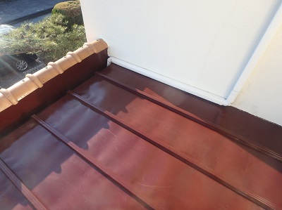 塗装工事後のトタン屋根