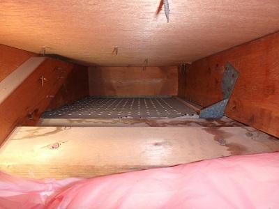 雨漏れがある小屋裏