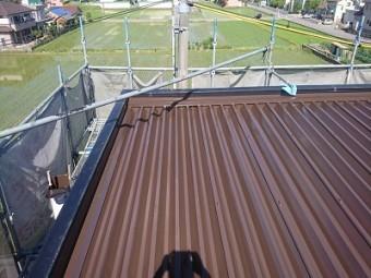 折半屋根塗装工事完工の様子