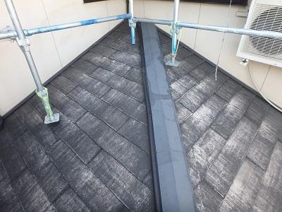 塗膜が剥がれてしまっているスレート屋根