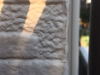 外壁の塗膜が剥がれてしまっている状態