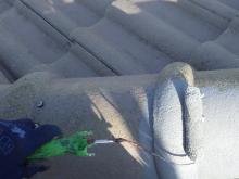 塗装工事の中塗り作業の様子