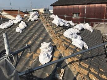 葺き替え工事にて大屋根を解体する様子