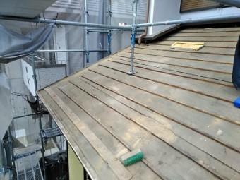 和型屋根の下屋根の解体が完了した様子