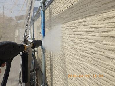 外壁塗装前の外壁水洗いの様子