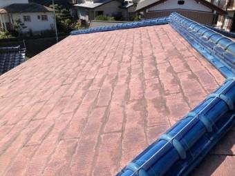 台風の影響で天井に雨染みができた屋根の様子
