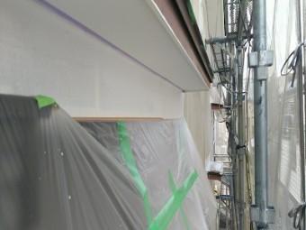 外壁塗装工事の下塗りの様子
