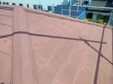 屋根の重ね葺き工事の施工前の様子