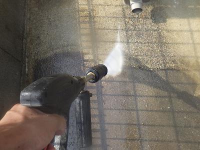 外壁塗装工事の水洗いの様子
