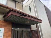 台風被害をうけたお宅の玄関ポーチの様子