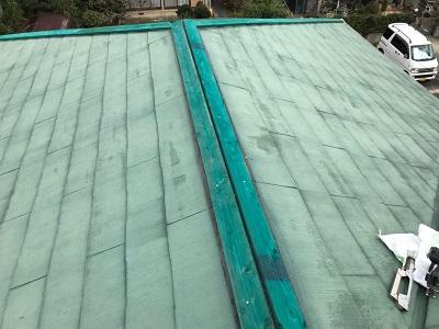 台風の影響で飛んでしまった棟を新設していく様子