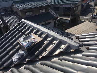 強風によって飛散してしまった棟の修繕工事の漆喰の様子