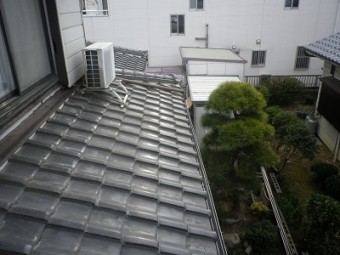 春日井市の下屋根の葺き替え現場の施工前の写真