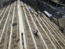垂木を這わせた屋根