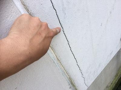 クラックがある外壁