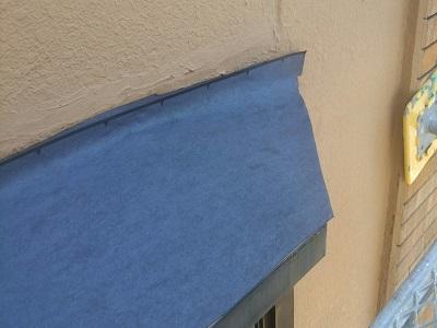 出窓の重ね葺き工事の様子
