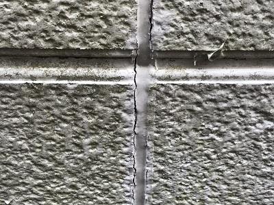 コーキングが切れている外壁