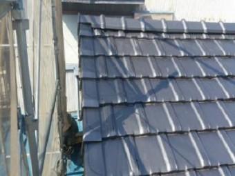 屋根の葺き替え工事が完工した様子