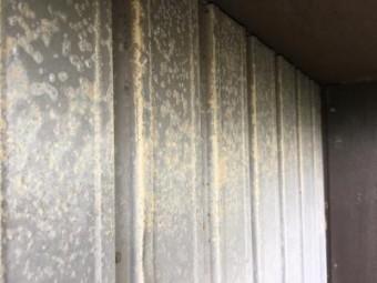 トタン壁のサビ