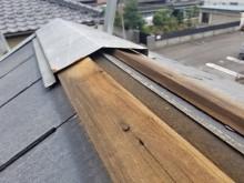 台風の強風によって屋根の一部が飛んで無くなっているお宅の現地調査の様子