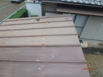 トタン屋根のケレン中