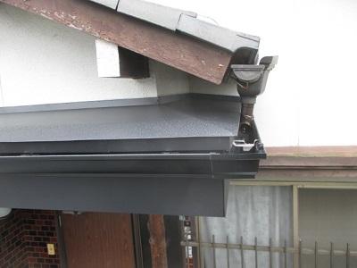玄関ポーチの重ね葺き完工 上からの写真
