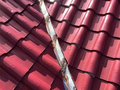 谷板金交換前の屋根
