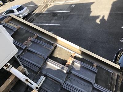 平板瓦の補修の様子