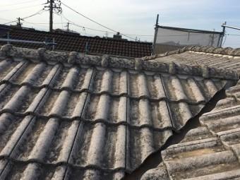 洋瓦屋根の棟瓦取り直し工事完工の様子