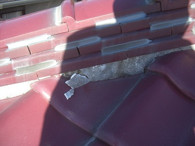 屋根漆喰工事の施工前の屋根の棟