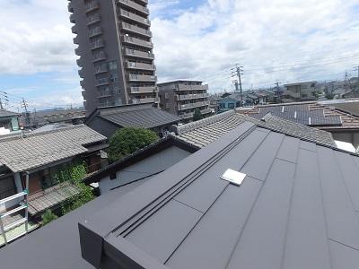 現地調査中の屋根(別角度)