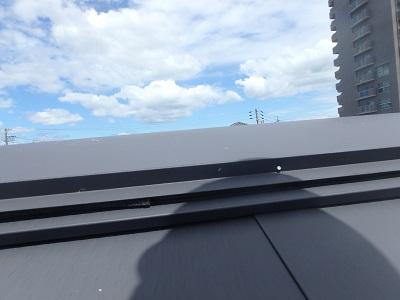 現地調査中の屋根棟