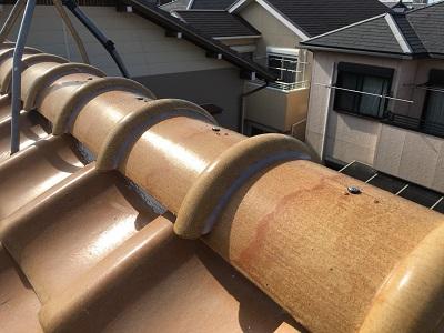 垂木と漆喰を交換する棟組み替え工事の様子